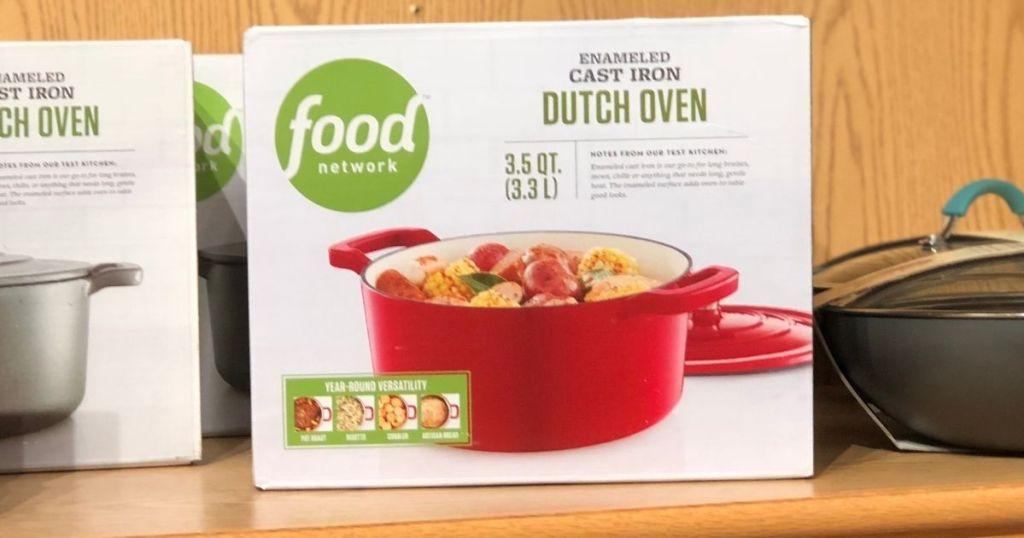 Kotak Food Network Dutch Oven di rak di Kohl's