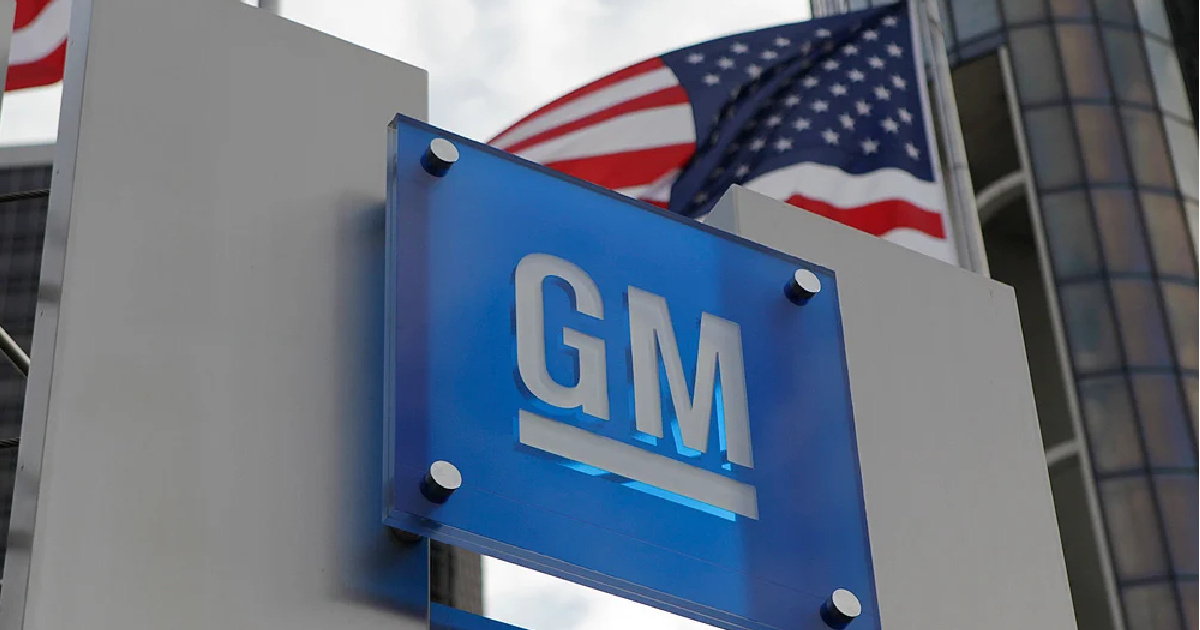 GM auto maker sign with US Flag