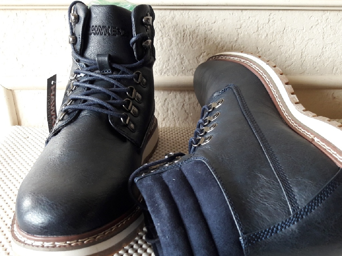 men's black and navy boots