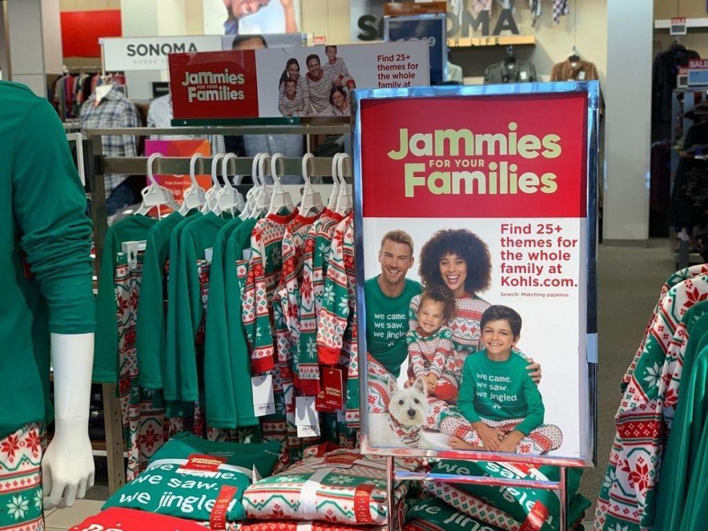 Jammies-for-Families-Kohls tersedia di gantungan baju