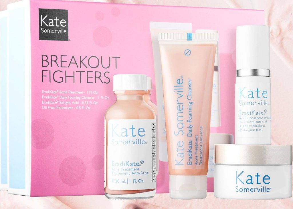 Kate Somerville 4 buah set dengan kotak merah muda di latar belakang
