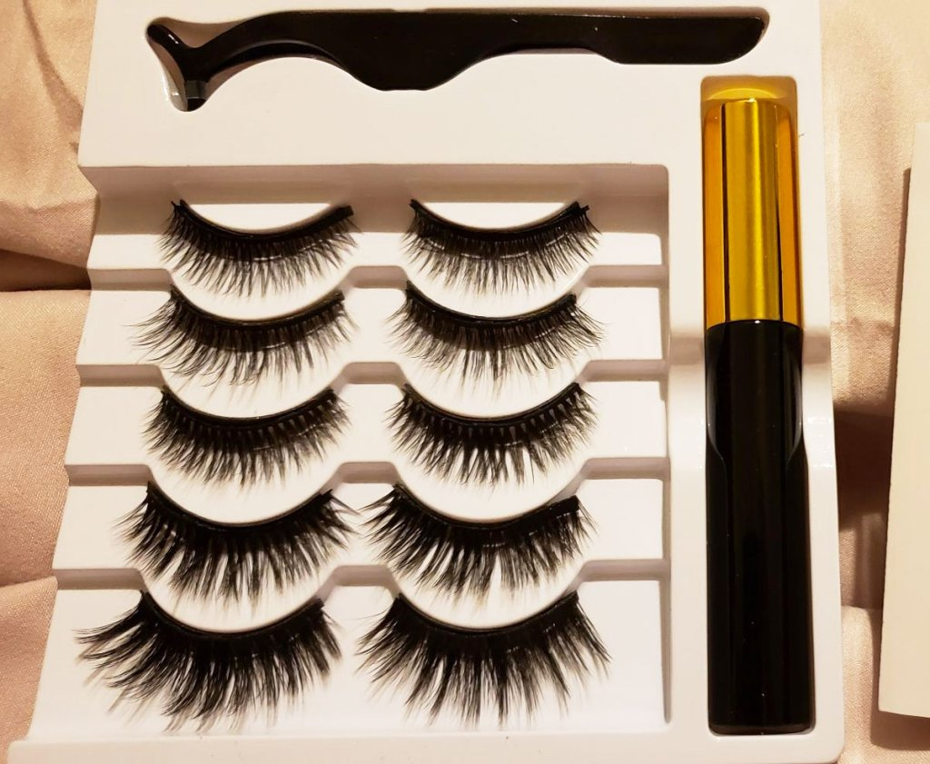 set of 5 pairs of magnetic lashes in a white tray with applicator and tube of liquid eyeliner