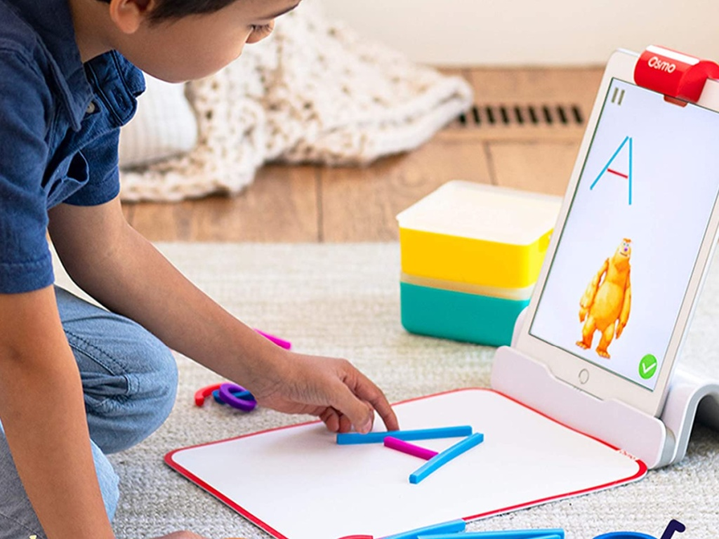 child playing with osmo kit