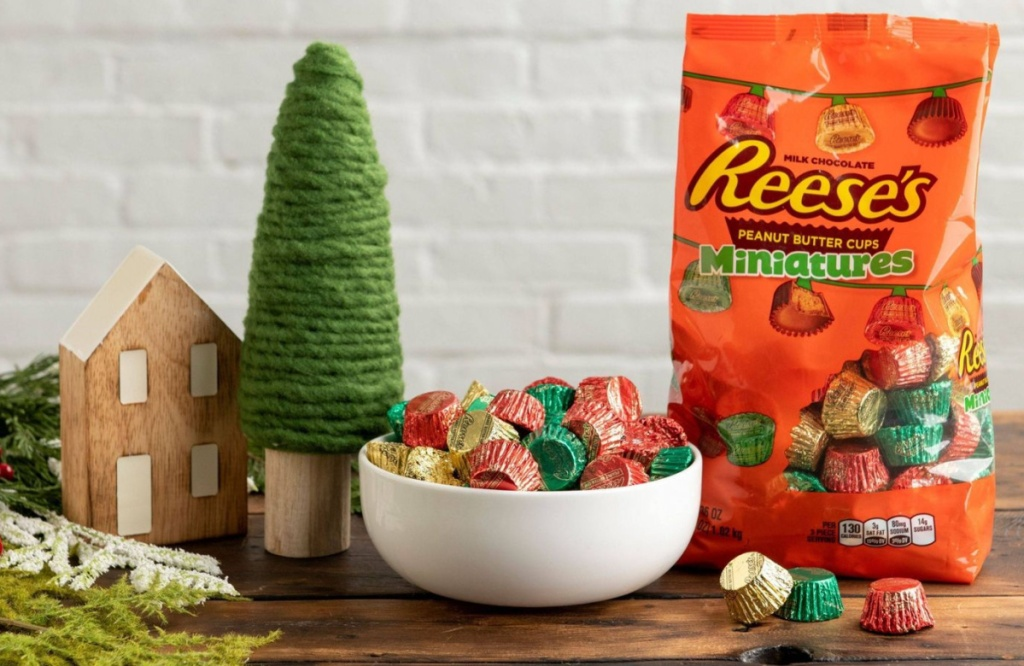 Reese's Miniatures Holiday Bag with bowl filled and holiday setting
