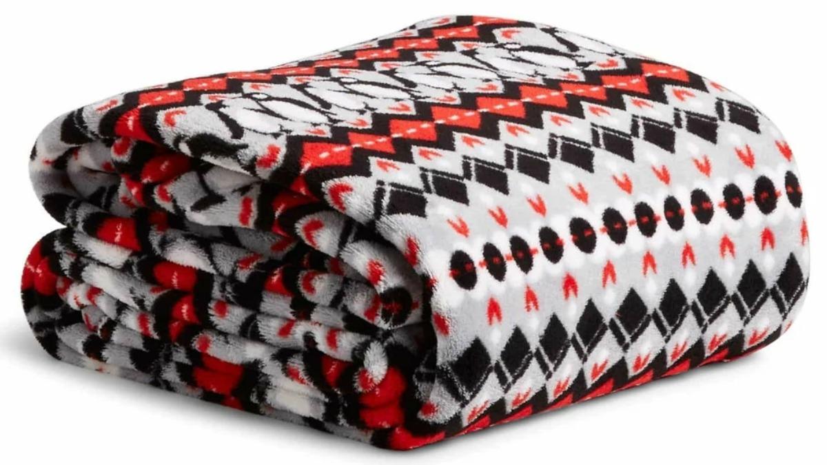 Penguin print plush blanket