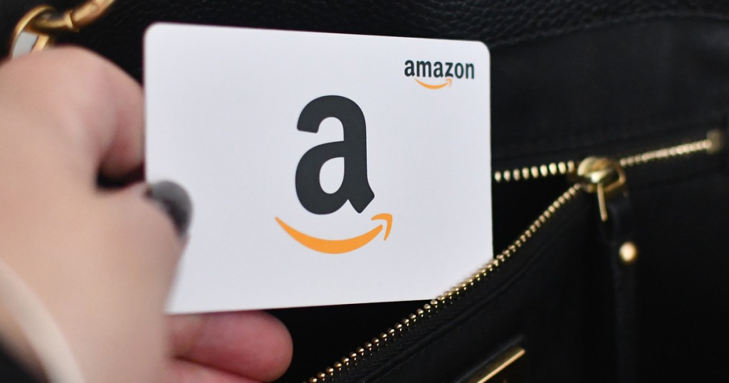 hand putting amazon gift card in purse