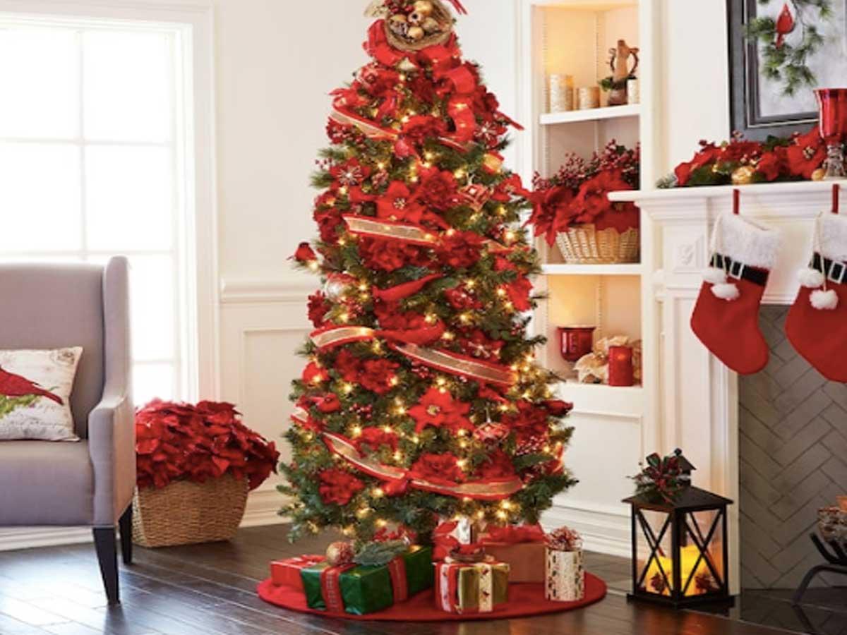 Pohon natal setinggi 7 kaki berwarna merah