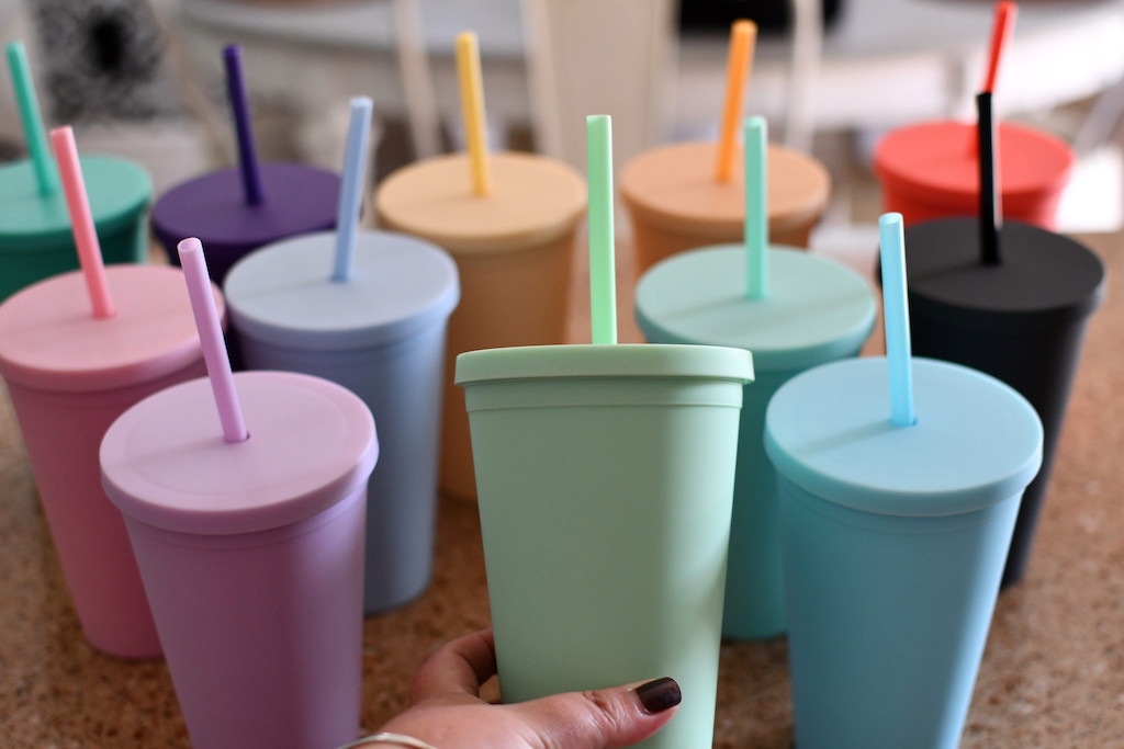 Colorful Strata tumblers 12-pack with straws
