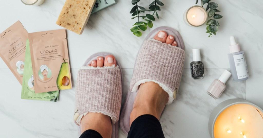 dearfoams slides on womans feet