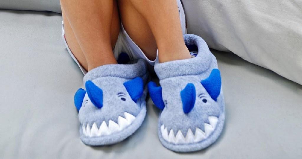 dearfoamsm kids shark slipers on feet