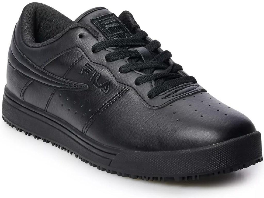 sepatu hitam dengan latar belakang putih