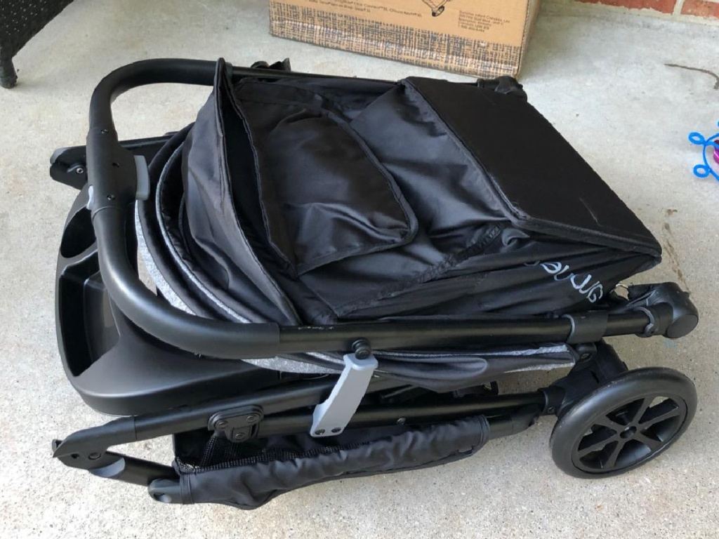 stroller folding up on ground