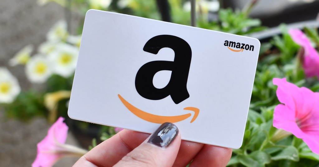 hand holding amazon gift card