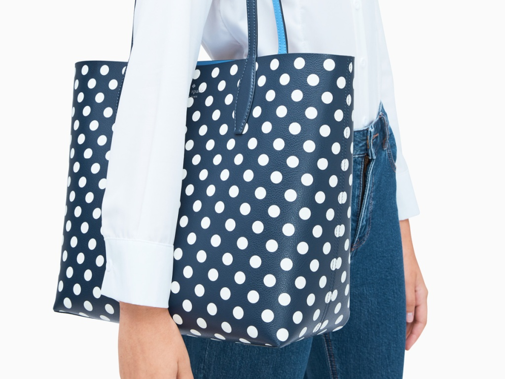 woman with blue dotted purse