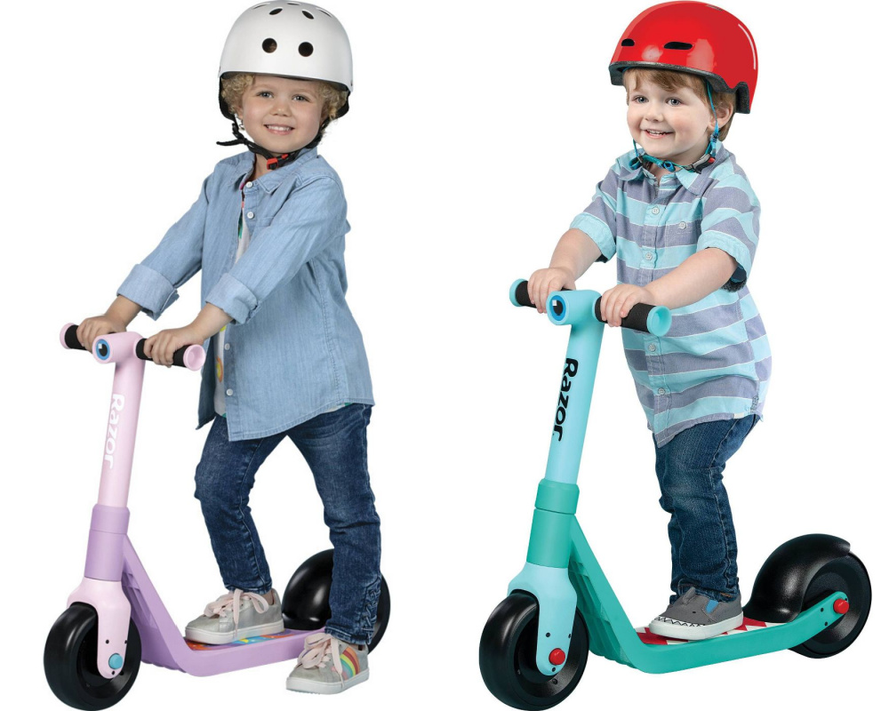 two little kids on kids razor scooters