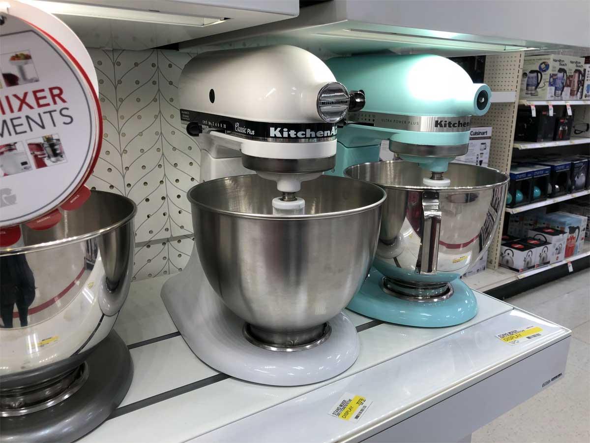 mixer berdiri dipajang di toko