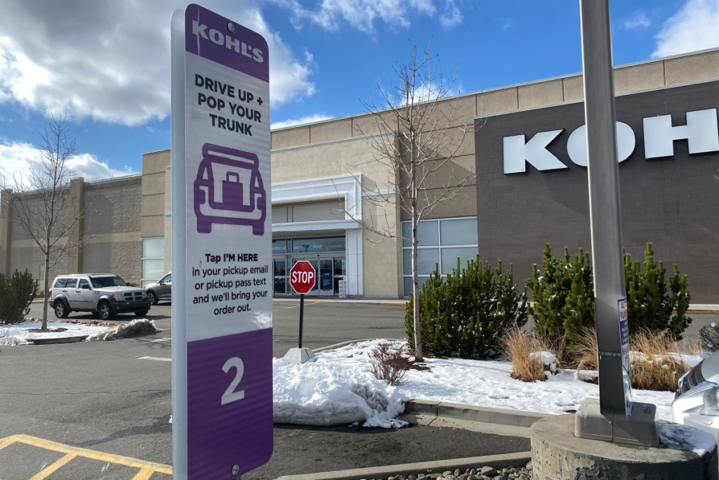 kohls curbside pickup sign in parking lot