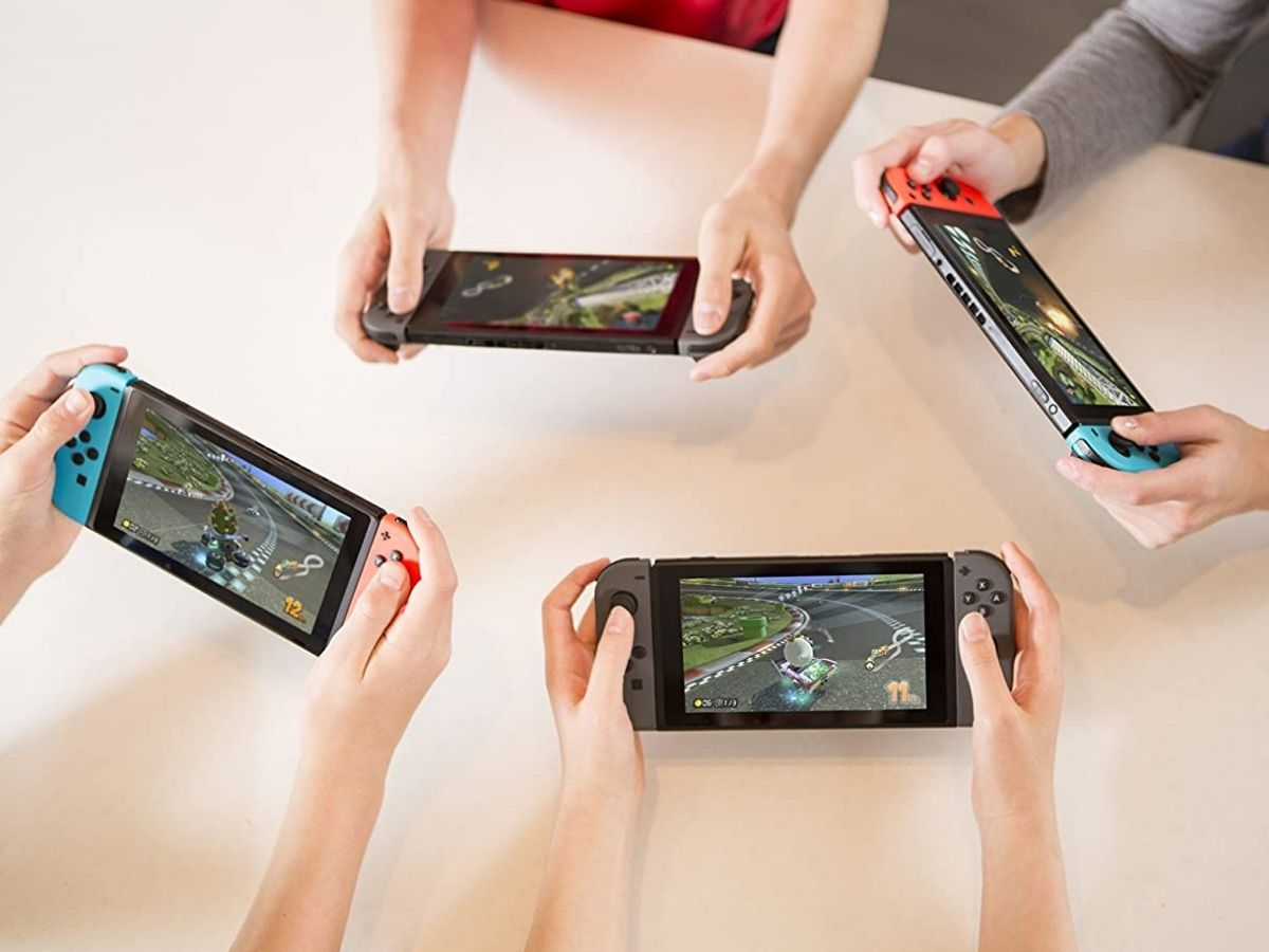 4 kids playing a game together on their Nintendo Switch