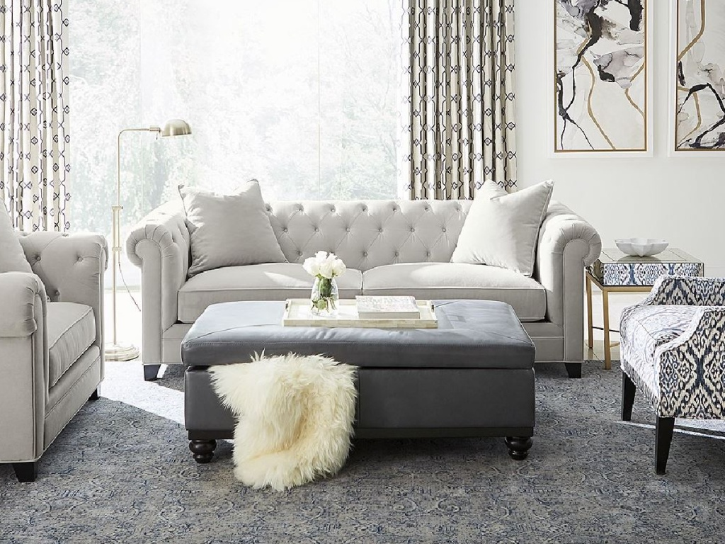 livingroom in grey and whites
