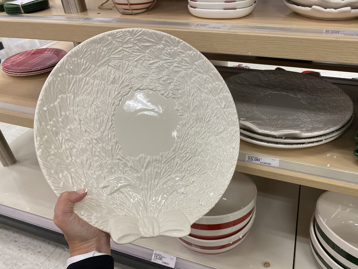 holding wreath-shaped cookie plate