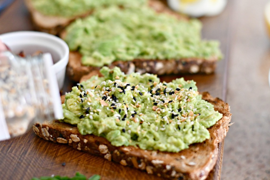 avocado toast with everything but the bagel seasoning
