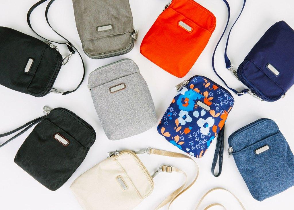 tas selempang mini pouch dalam berbagai warna dan motif yang ditata bersama