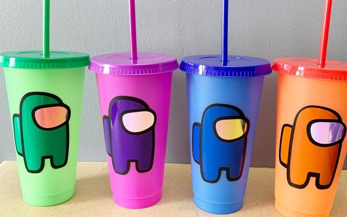Color -changing tumbler cups with straws
