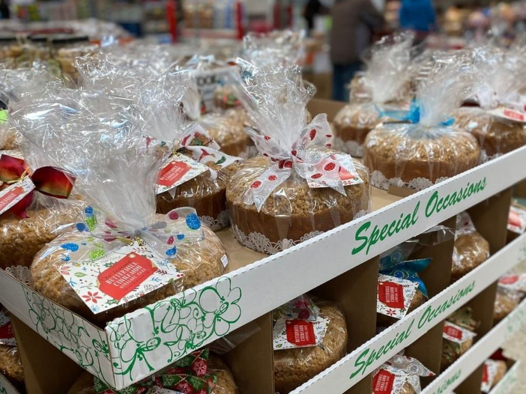 Display of Cinnamon Streusel cakes Wrapped up for Christmas