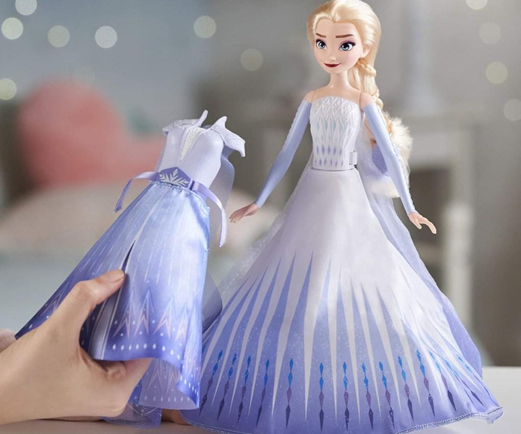 Frozen 2 Elsa doll