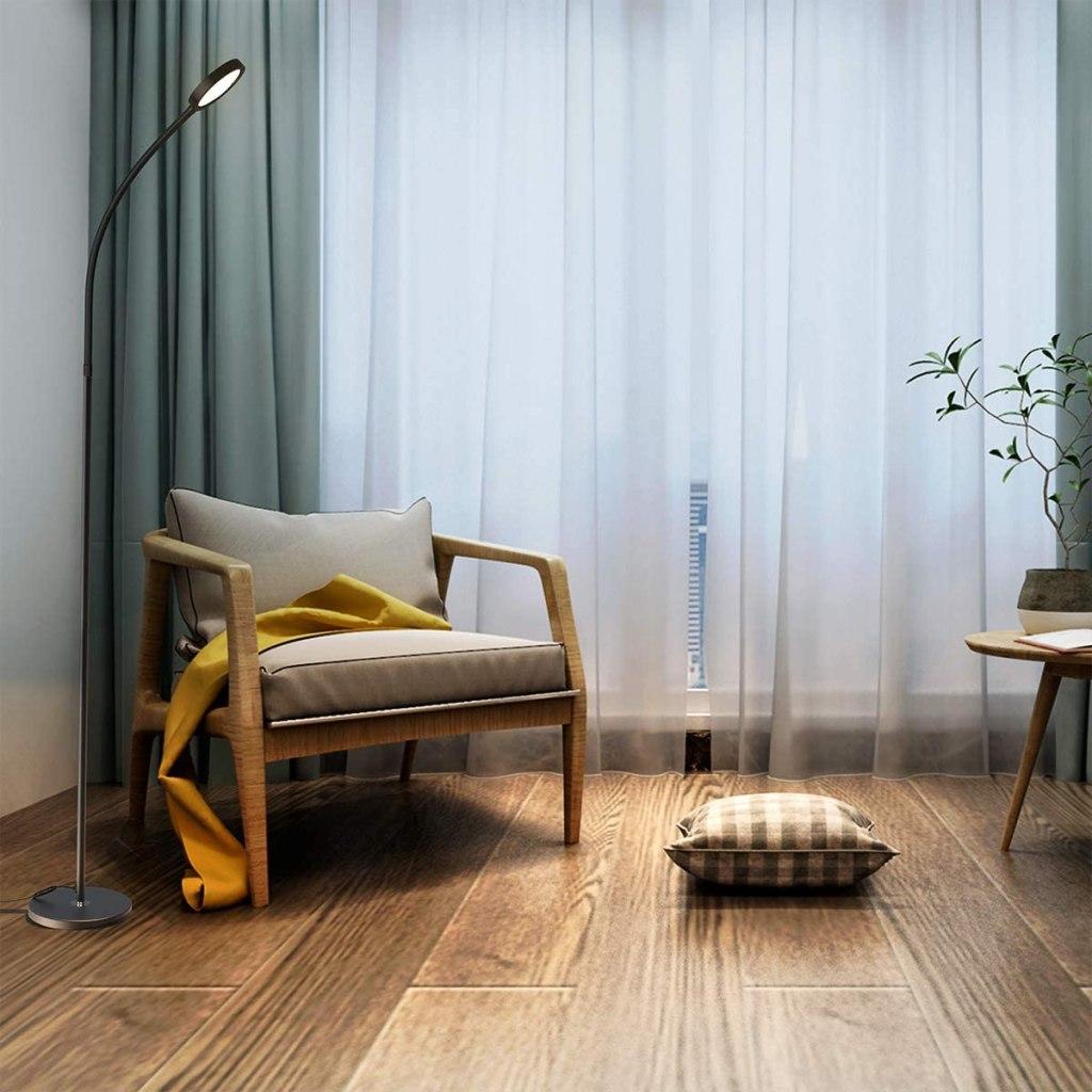 lampu di samping kursi