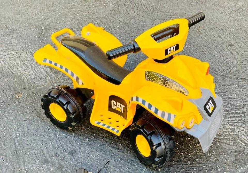 Mainan tumpangan Kid Trax Quad