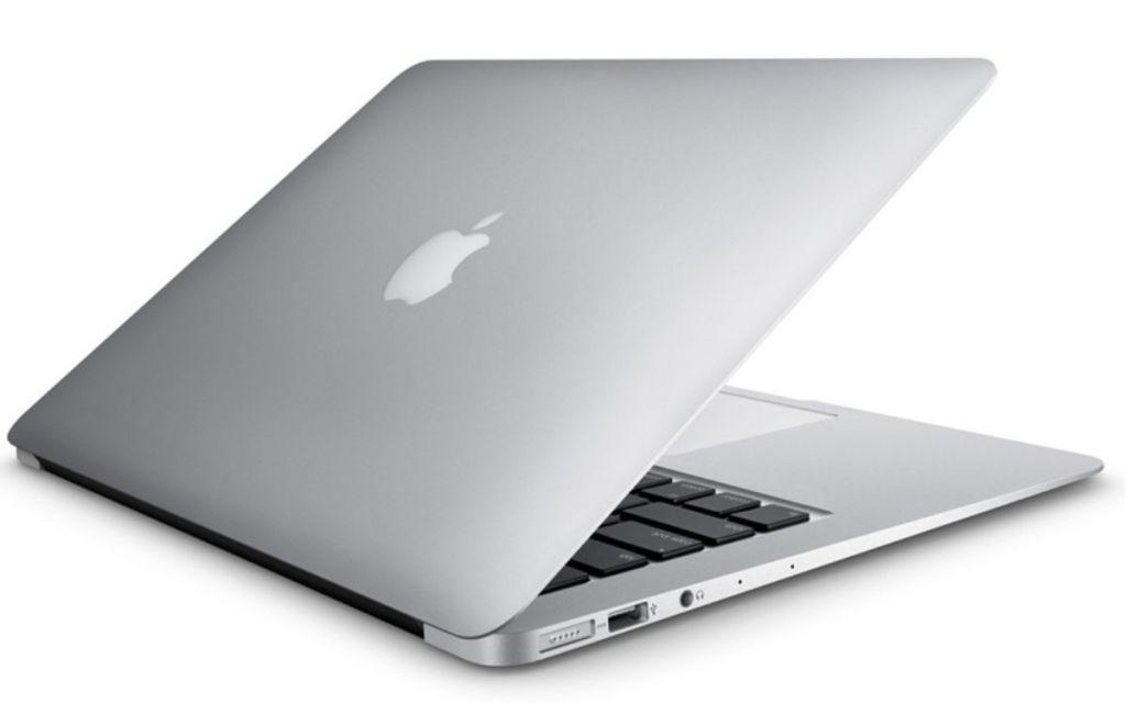 """MacBook Air 13"""" sedikit terbuka"""