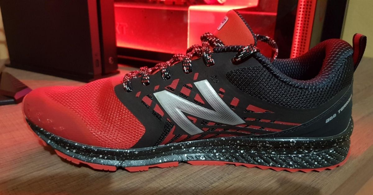 red and black running shoe