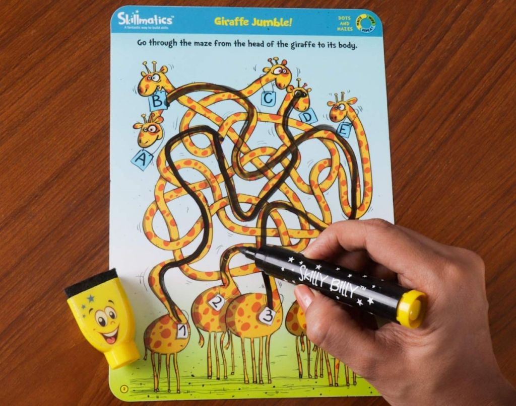 gambar tangan di labirin dengan spidol