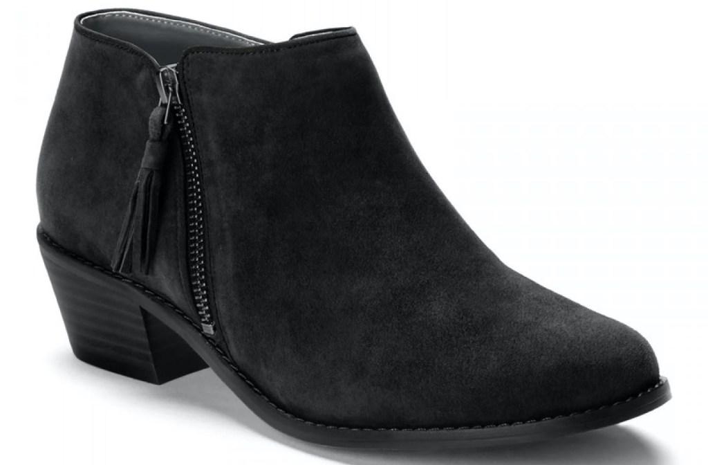 sepatu bot hitam wanita