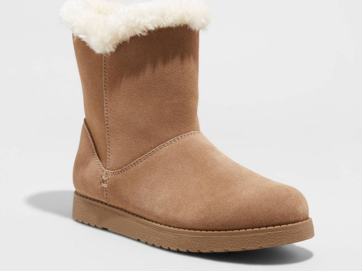 brown boots with white fur