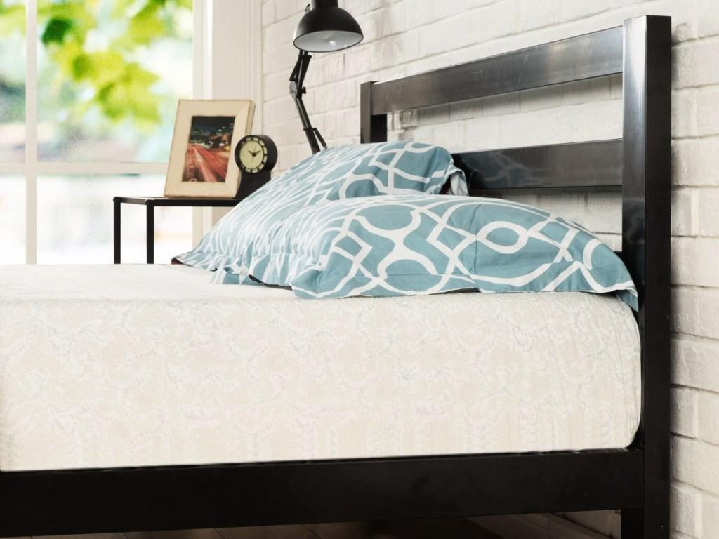 Zinus Arnav Modern Studio Platform Metal Bed Frame
