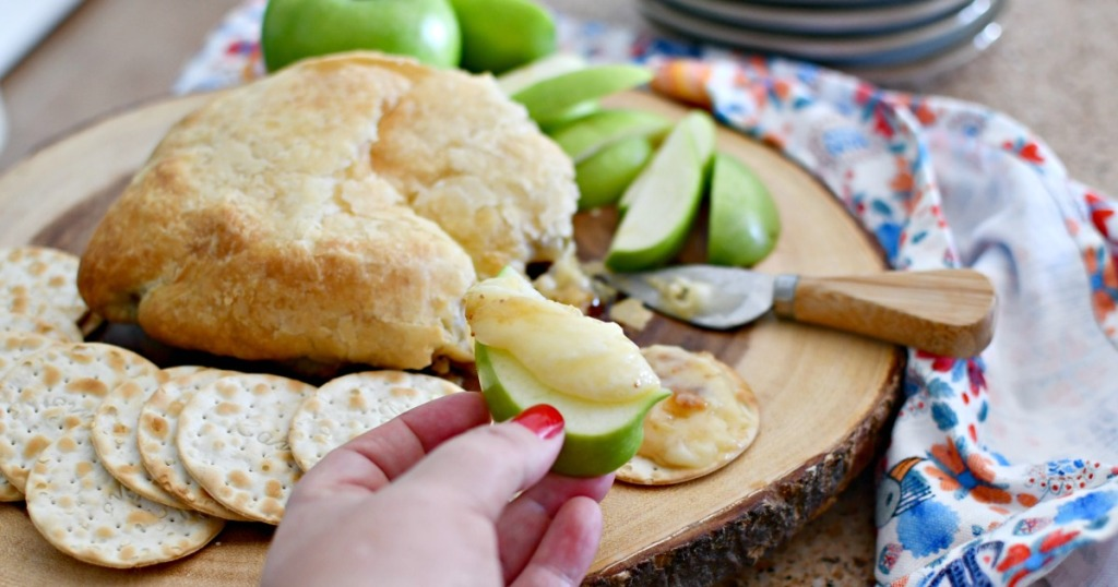 apple slice with baked brie