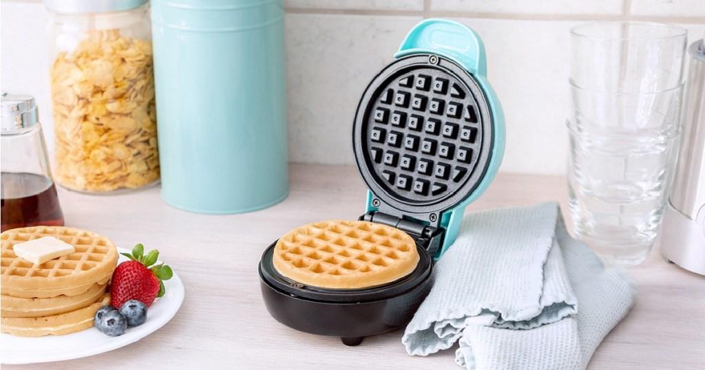 bella mini waffle maker blue with waffle in it