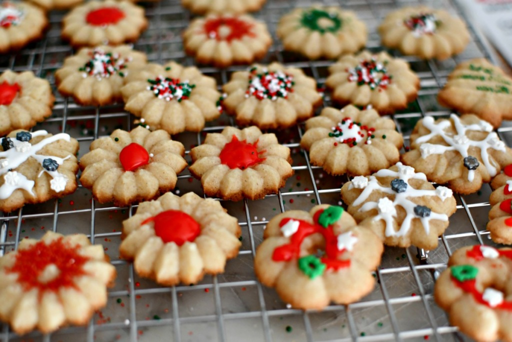 decorated sprintz cookies on a cooling rack