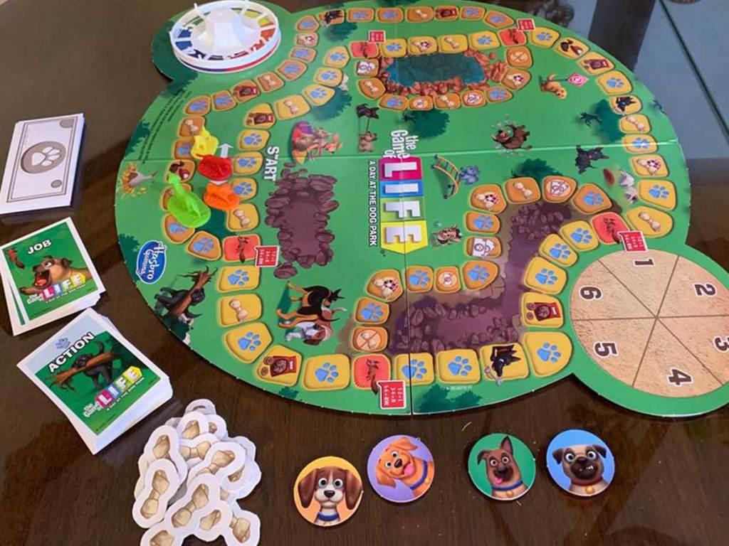 game of life dog edition diatur di atas meja