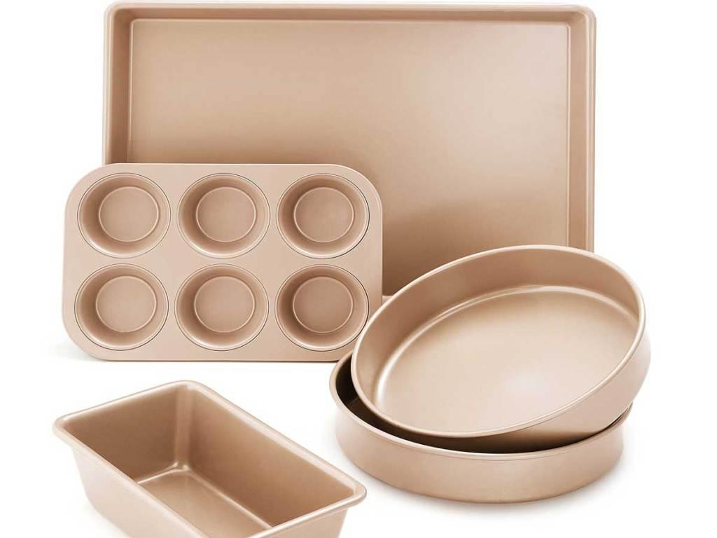 stock image of bakeware set