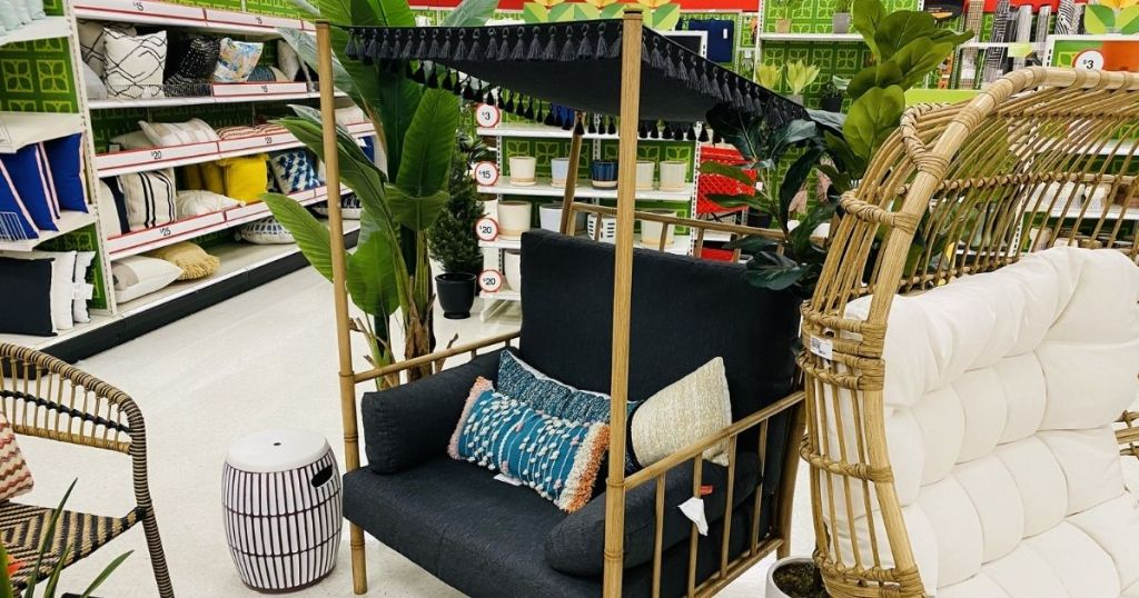 black outdoor accent chair