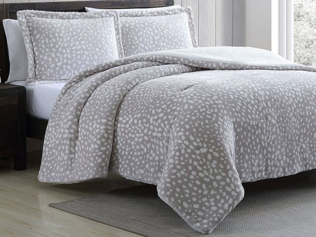 Casual Chic Collection comforter set