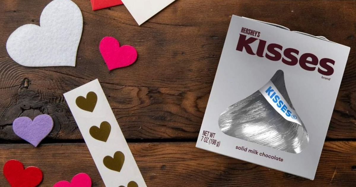 giant hersheys kiss with paper hearts