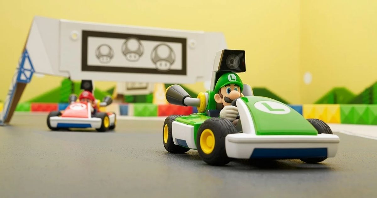 Luigi and Mario Karts driving in Mario Kart Live Nintendo Switch Luigi Edition