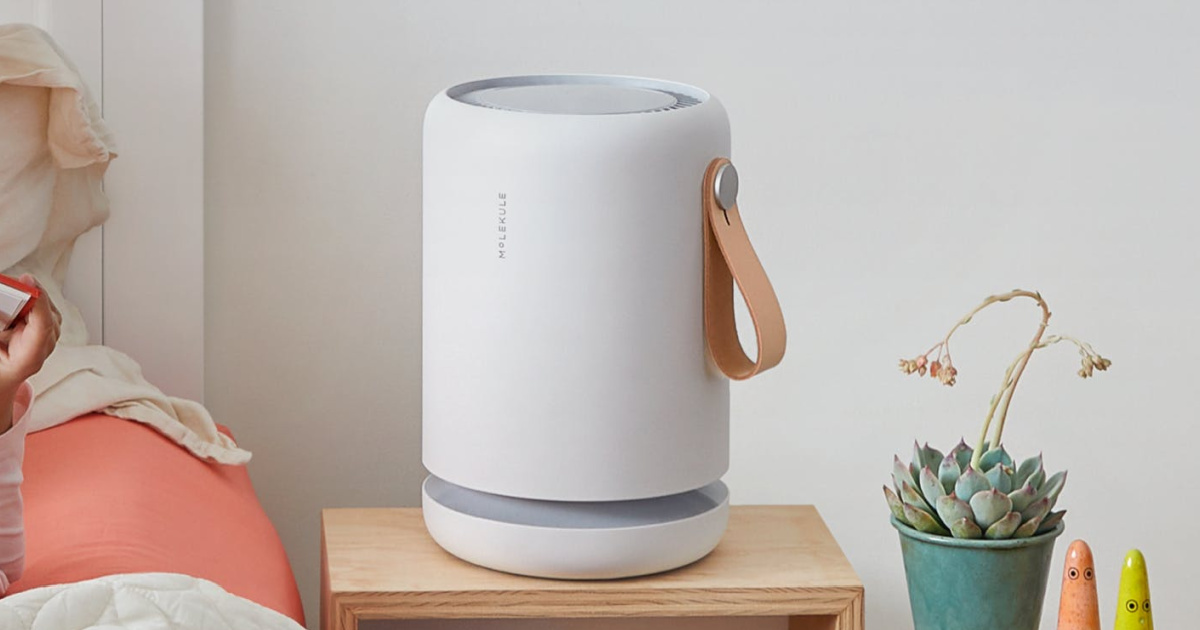 Small table top air purifier