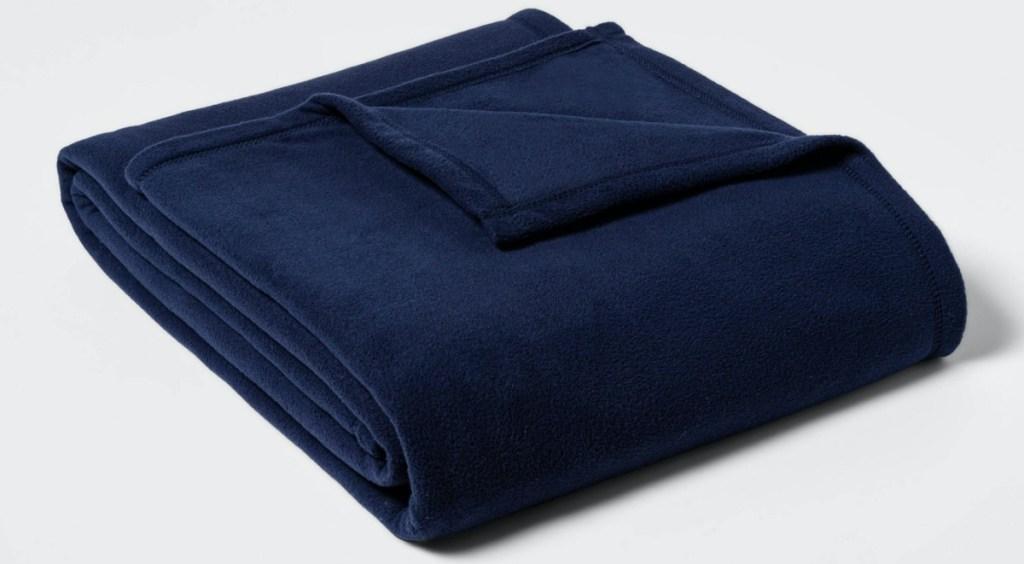 dark blue fleece balnket