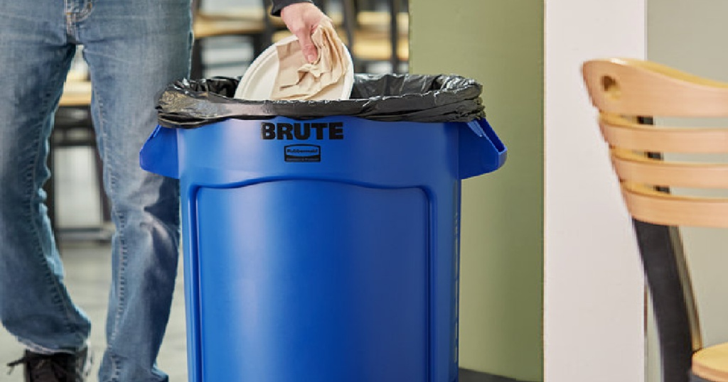 Rubbermaid Commercial Products BRUTE Heavy-Duty Round 32-Gallon Garbage Cans