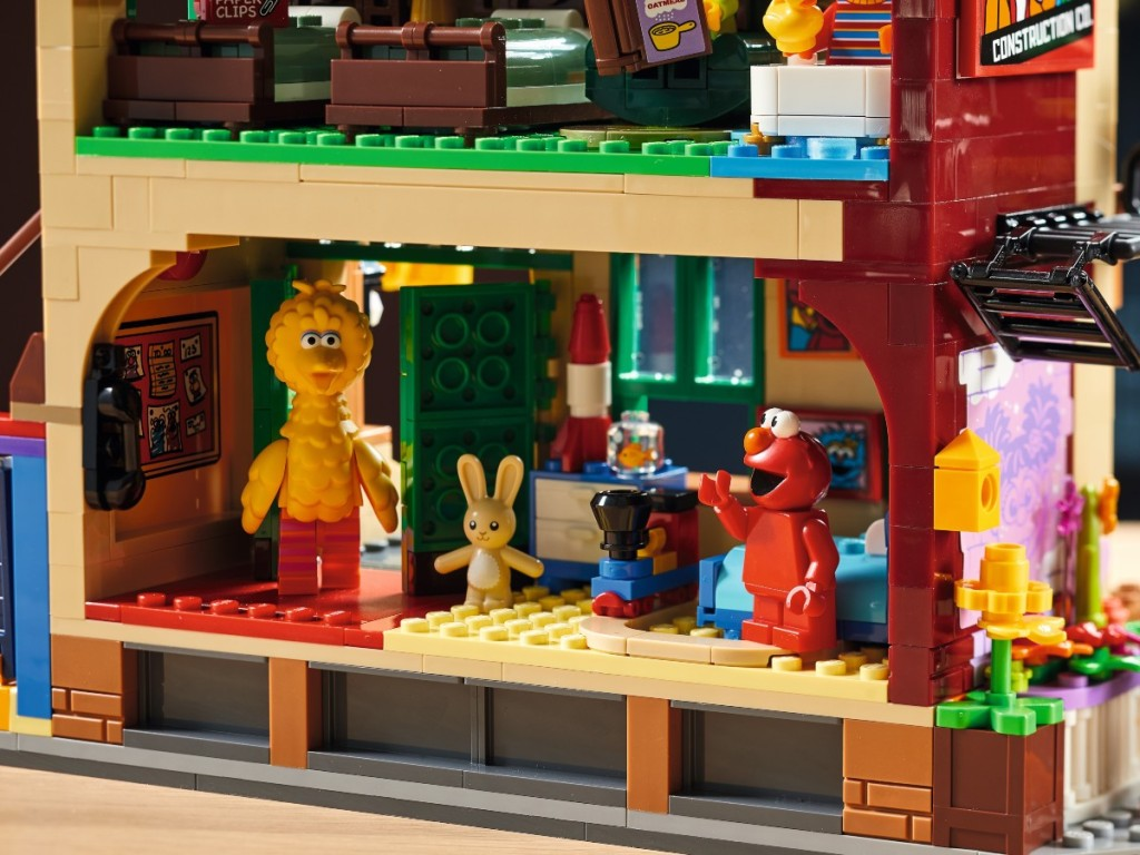 Elmo's bedroom made from Lego